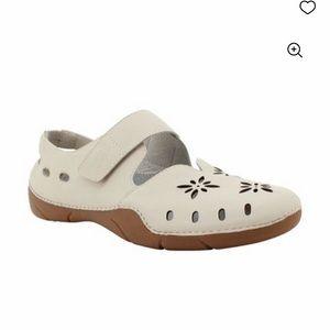 Propet Chickadee Leather Shoe in Bone